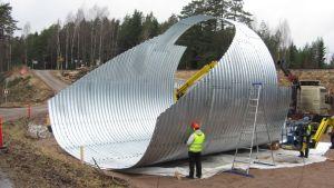 Arbetet med att bygga järnvägstunnlar i Svedja, Karis har påbörjats.