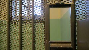 Matlucka i en av isoleringscellerna i Vasa fängelse.