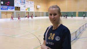 Hanna Lupala spelar innebandy i HaHys damlag.
