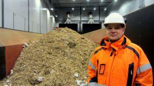 Janne Österback i mottagningen av biobränsle