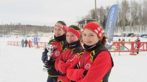 ÖSK:s Josefine Augustson, Emma Metzner och Anna Dahlström tog FSSM i stafetten i D14-klassen.