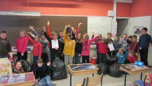 Två klasser i Katarinaskolan samlade in över 20 000 värmeljusskal.