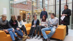 Studerande vid de utbildningarna i Campus Allegro planerar invigningsfesten