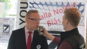 Borgå stadsdirektör Jukka-Pekka Ujula blåser noll