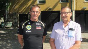 Trafikskollärare Klas Öberg från Hangö och Lars-Olof Lindqvist från Ekenäs