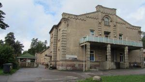 I det här huset huserar Mäntykoto och hälsostationen för beväringarna vid Nylands brigad.