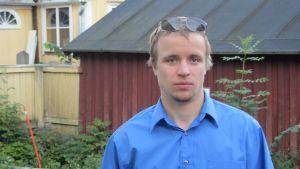 Filip Björklöf är ordförande för bildningsnämnden i Raseborg