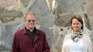 Kyrkoherde Torsten Sandell och kantor Marianne Gustafsson-Burgmann
