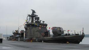Militärfartyg i Norra Hamnen i Ekenäs.