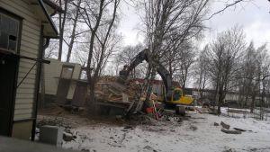 Huset på innegården rivs 16.3.2014
