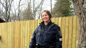 Äldre konstapel Camilla Fri-Bergström är en av de poliser som nu skriver inlägg på facebook.