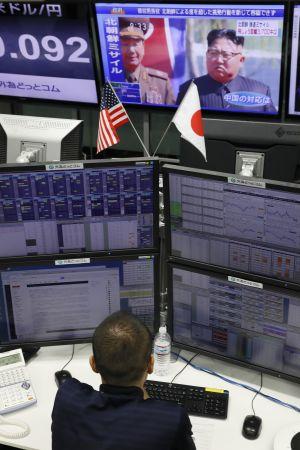 Den amerikanska dollarns värde sjönk kraftigt i Japan efter beskedet om missiltestet.