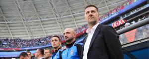 Mladen Krstajic vid bänken för Serbien.