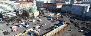 Vy över torgparkeringsbygget i Åbo från luften.