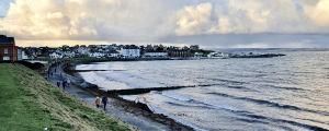 Vy över den mest kända strandpromenaden i den nordirländska semesterorten Bangor.