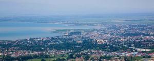 Vy över Burundis huvudstad Bujumbura vid Tanganyikasjön.