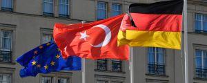 EU, Turkiet och Tysklands flaggor.