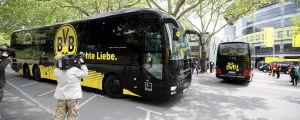 På grund av coronarestriktionerna anlände Borussia Dortmunds lag till arenan med två bussar.