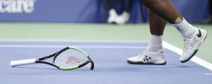 Söndrig tennisracket.