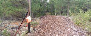Orienteringsskärm vid en sågspånsbana.