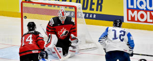 Kanadas anfallare Adam Henrique fick se Marko Anttila göra mål i VM-finalen 2019.