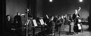 Yleisradion radio-orkesteri Aleksanterinkadun studiossa vuonna 1927.