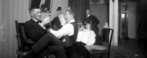 Festande män på Restaurang Kämp ca 1914.
