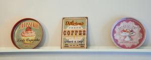 Brickor på kafé.