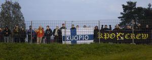 Matchen spelades inför tomma läktare så KuPS supportrar fick nöja sig med att följa matchen bakom arenastängslet.