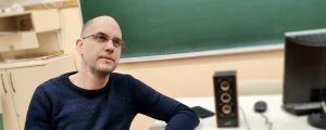 Viktor Tóth är fackets representant i den skola han jobbar - som vi inte får nämna vid namn.