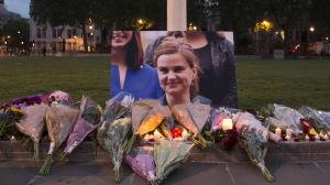 Blomsterhyllningar till minnet av Jo Cox på Parliament Square, London 16.6.2016