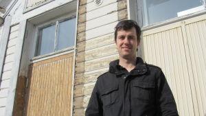 Mikael Nylund är projektledare vid folkhögskolan i Hangö