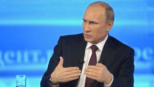 Rysslands president Vladimir Putin talar under sin årliga call-in direktsändning i Moskva, Ryssland.