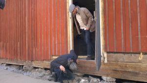 Nordiska byggnadsvårdare studerar renoveringsobjektet Raskens i Pargas