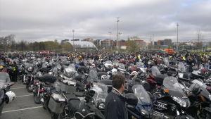 Motorcyklisterna samlades i Kuppis
