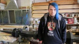 Artesanstuderande Lucas Skrabb med den nya spiran