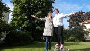 Anette Forsström-Fellman och Linda Finnberg från Österbottens bästa by, Nederpurmo