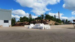 Lager för skrotjärn och konstgödsel i Tolkis hamn
