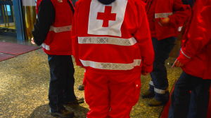 Röda korset-frivilliga vid Waskia.