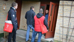 Socialdemokraterna knackar dörr inför riksdagsvalet