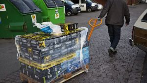 Man drar stort lass med öl från Estlandsfärja