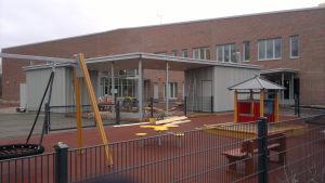 Braheskolan börjar bli färdig, men alla föräldrar vill inte ha sina barn i förskolan där.