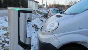 Laddningsstolpe för elbilar vid västra infarten i Borgå