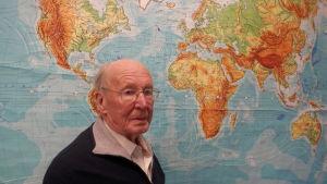 Lars Holmström i Jakobstad , 89 år gammal, är en flitig resenär