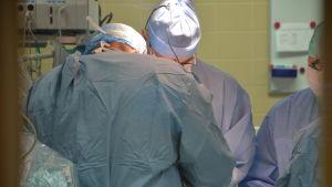 Hjärtkirurger opererar