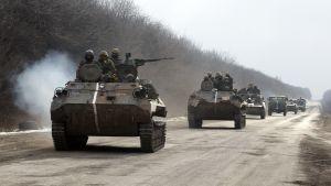 Nästan 2 500 ukrainska soldater har lämnat Debaltseve.