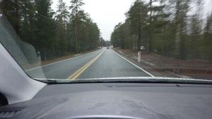 Riksväg 25 är smal och farlig på många håll.