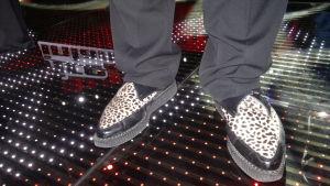Kevin Stocks skor väckte uppmärksamhet. Han hade fått dem av Michel Monroe.