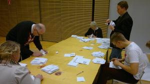 Helsingin vaalipiirin ääntenlaskentaa vuoden 2012 presidentinvaaleissa