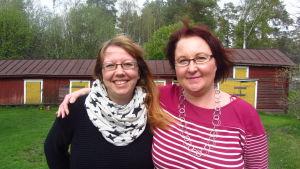 Ungdomsinformatörerna Liselott Nyström och Susanna Sund på Decibel.fi